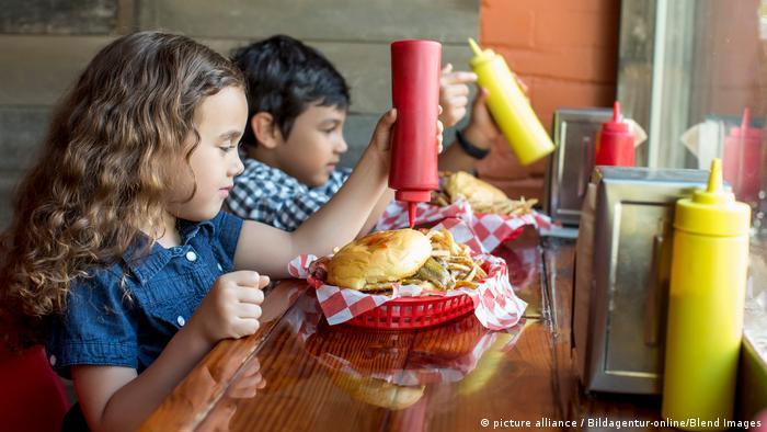 Symbolbild Kinder Ernährung Fast Food