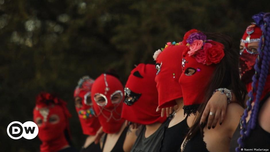 Balaclavas to fight sexism - Baila Capucha Baila