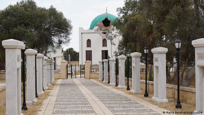Ethiopia's Al-Nejashi mosque damaged roof.