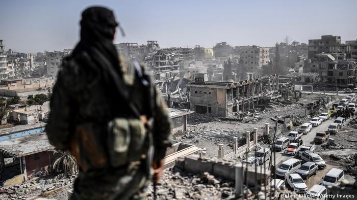 Un combattant des Forces démocratiques kurdes, à Raqa (archive de 2017)