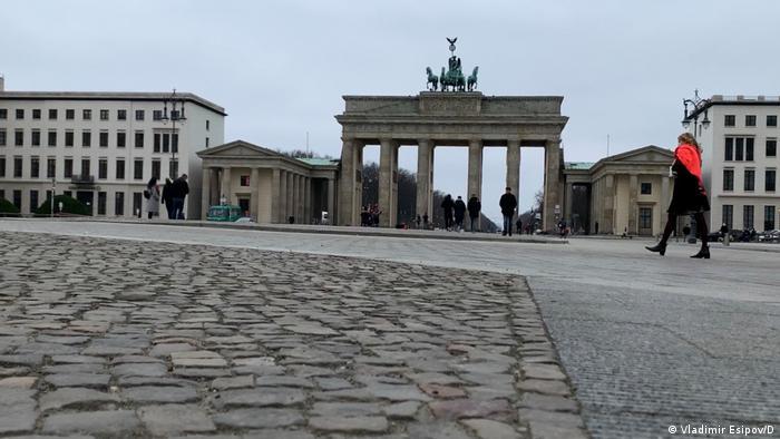 Площадь перед Бранденбургскими воротами в Берлине