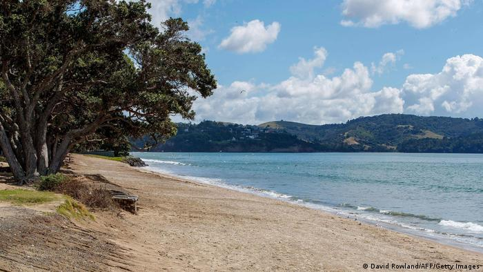 New Zealand beach deserted after tsunami warning