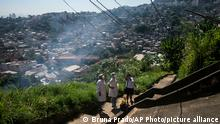 Bildergalerie Brasilien & Coronavirus | Rio de Janeiro, Gesundheitspersonal in Slum