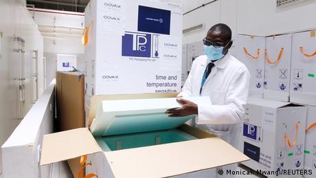 Cajas de vacunas - no en todas partes se ve como en Nairobi.
