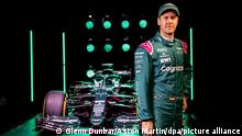 Motorsport: Formel-1. Die von Aston Martin zur Verfügung gestellte Aufnahme zeigt Sebastian Vettel bei der Präsentation des neuen Formel-1-Wagens AMR21 des Herstellers Aston Martin. +++ dpa-Bildfunk +++