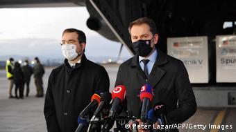 Премьер-министр Игор Матович и экс-министр здравоохранения Марек Крайчи