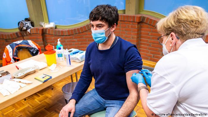Profesori vaccinaţi în şcoală de echipe mobile
