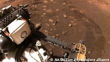 Mars-Rover fährt erstmals über Roten Planeten