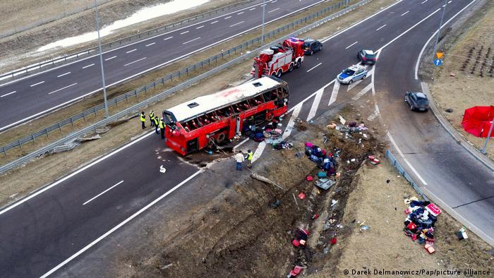 Автобус впав у канаву