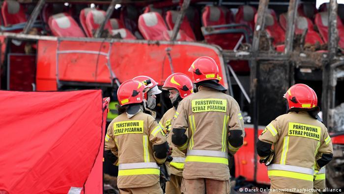 Рятувальники на місці аварії автобуса поблизу міста Кашице у Польщі