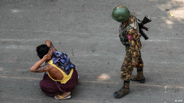 Myanmar Mandalay | Proteste gegen Militärputsch | Festnahme Demonstrant