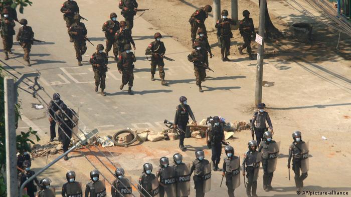Myanmar | Proteste gegen Militärputsch: Polizeieinheiten