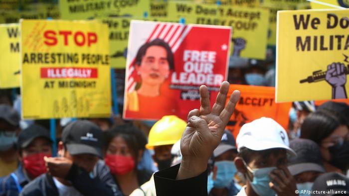 A pesar de las brutales acciones del ejército, cientos de miles de personas en Birmania protestan cada fin de semana contra el golpe militar.