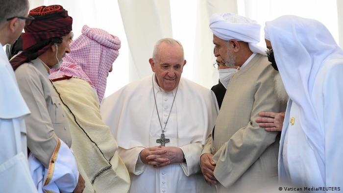 پاپ در دیدار با نمایندگان ادیان گوناگون