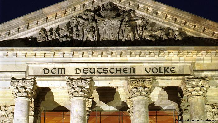 Njemačkom narodu piše nad ulazom u zgradu njemačkog parlamenta