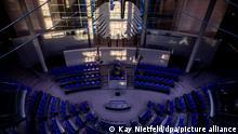 Licht und Schatten im Plenarsaal des Bundestags