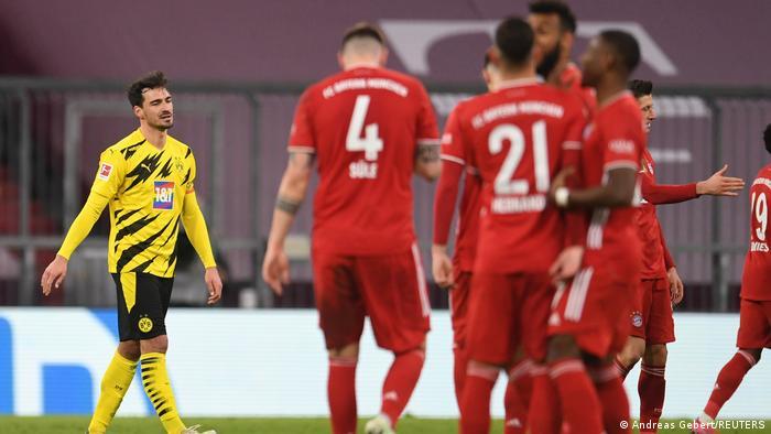 فرحة لاعبي بايرن ميونيخ بالفوز على الغريم دورتموند