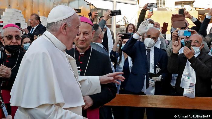 پاپ در دومین روز سفر خود در بغداد در میان مشتاقان