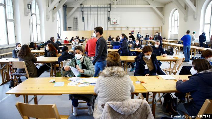 Proses pemungutan suara di Zurich