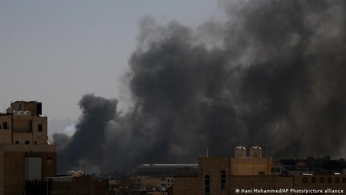 قوات التحالف بقيادة السعودية تقصف صنعاء