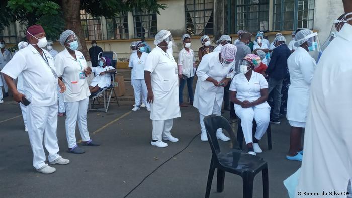 Vacinação de profissionais de saúde em Maputo
