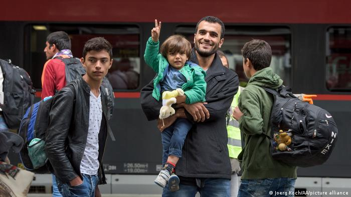 Eine Flüchtlingsfamilie kommt in München an