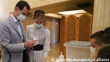 Suriye Devlet Başkanı Beşar Esad ve eşi Esma Esad 2019 yılındaki parlamento seçimlerinde oy kullanırken...