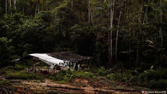 Barraco abandonado em área de garimpo às margens da Rodovia Transamazônica (BR-230)