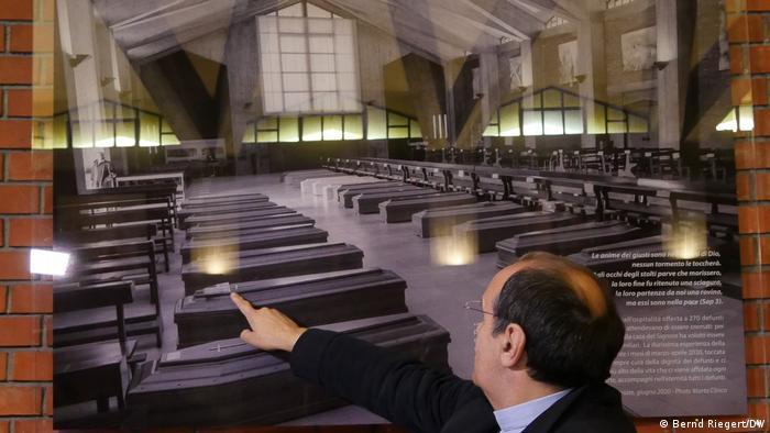 Trumny w jednym z kościołów w Bergamo, marzec 2020