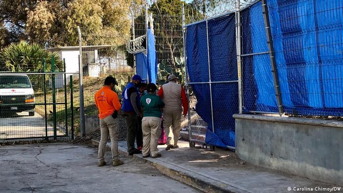 Entrada para campo de refugiados improvisado em Matamoros, México