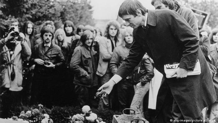 Στιγμιότυπο από την κηδεία του Χόλγκερ Μάινς, 18/11/1974