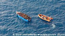Symbolbild I Flüchtlinge auf dem Mittelmeer