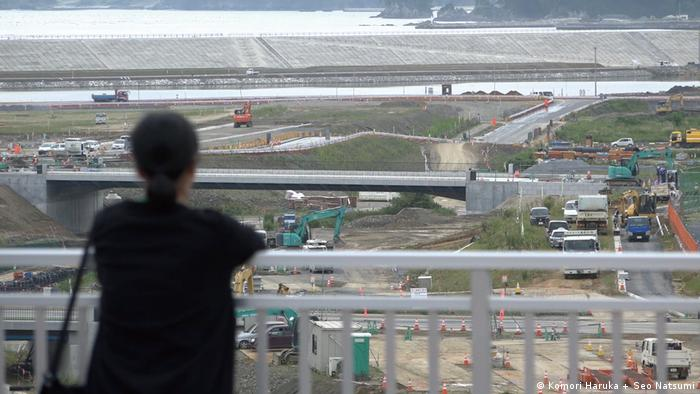 Still from video: 'Double layered town, Making a song to replace our positions' by Haruka Komori + Natsumi Seo