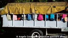 Kuba Fahrgäste mit einem landwirtschaftlichen Fahrzeug transportiert