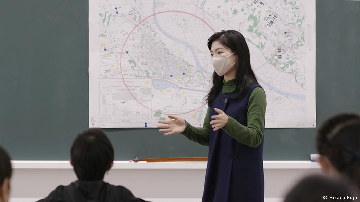 A still from the film 'A Classroom Divided by a Red Line' by Hikaru Fujii