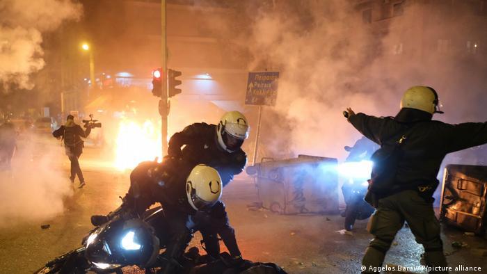 Griechenland, Athen: Ausschreitungen im Vorort Nea Smyrni