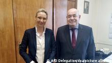 10/03/2021 Alice Weidel, Vorsitzende der AfD Bundestagsfraktion, und Michail Schwydkoj, bevollmächtigter Vertreter des Präsidenten für die Kulturpolitik im Ausland, stehen in einem Büro im Außenministerium zusammen. Eine Delegation der AfD-Bundestagsfraktion hält sich zu politischen Gesprächen in Moskau auf. +++ dpa-Bildfunk +++