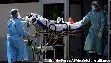 Gesundheitspersonal empfängt einen Patienten mit Verdacht auf Covid-19 im HRAN-Krankenhaus. Die Zahl der Covid-19-Fälle in Brasilien steigt weiter an. +++ dpa-Bildfunk +++