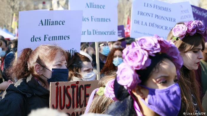 Frankreich Paris Demonstration Frauenrechte Corinne Lerichte