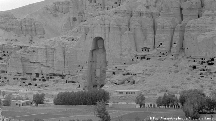 حکومت طالبان با رادیو، تلویزیون، موسیقی، نقاشی، مجسمهسازی و آثار هنری مخالف بودند و مجسمههای بودا در بامیان را که از جمله آثار فرهنگی و باستانی افغانستان بود را منهدم کردند.