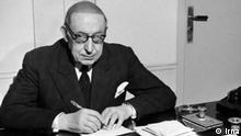 Ahmad Qavâm al-Saltaneh (1875-1955) war einer der einflussreichsten iranischen Politiker. Er leitete mehrere Ministerien und war mehrfach Premierminister. Er gehörte zu den Politikern, die an politischer Umgestaltung Irans von einer absolutistischen Monarchie zu einer konstitutionellen Monarchie beteiligt haben. Lizenz: Irna (Frei, Persisch)