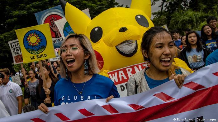Klimaaktivistin Mitzi Jonelle Tan bei einer Demonstration für mehr Aktion gegen den Klimawandel in Manila, Philippinen