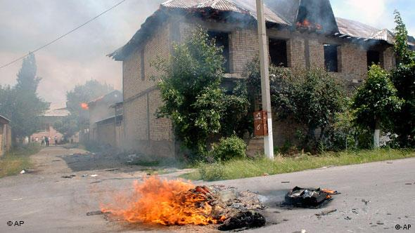 Ethnic Uzbeks residences burn after being torched by Kyrgyz