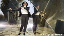 Ankündigungsartikel für die Sendung íAquí estoy! --- ***NUR in Zusammenhang mit dem aktuellen Bericht zu benutzen!!!*** --- Sendung: íAquí estoy! Sendedatum 17.03.2021 Thema: Interview mit der venezolanischen Dirigentin Glass Marcano Beschreibung: Die junge Venezolanerin Glass Marcano gewann beim Dirigentinnen-Wettbewerb La Maestra den Orchesterpreis und gilt als Liebling des Publikums. Zurzeit lebt und arbeitet sie in Paris. Fotograf: Die Fotos wurden für die Sendung von Glass Marcano selbst zur Verfügung gestellt. Rechte: Als Copyright ist Glass Marcano anzugeben und es gilt alle Rechte für alle Plattformen (Information von Yaotzin Botello)
