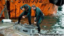 Spanien | Sicherheitskräfte über U-Boot das zum Drogentransport benutzt wurde