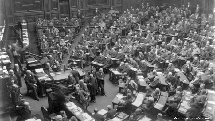 Parliamentarians in session in the plenary chamber of the Reichstag in 1889