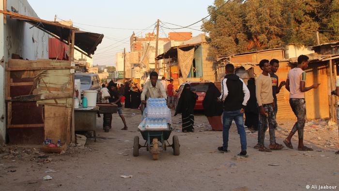 مركز اقامة لمهادرين أفارقة في عدن بجنوب اليمن