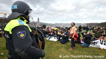 Полиция жестко подавила протесты в Гааге