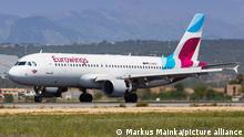 Palma de Mallorca, Spanien - 11. Mai 2018: Ein Airbus A320 der Eurowings mit dem Kennzeichen D-ABNU landet auf dem Flughafen Palma de Mallorca (PMI) in Spanien.