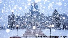 DENVER, CO - MARCH 14: Snow falls next to the Colorado State Capitol on March 14, 2021 in Denver, Colorado. More than 1800 flights into and out of Denver have been canceled this weekend and highways around the state have been closed down as a winter storm hits the state. (Photo by Michael Ciaglo/Getty Images)